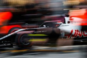 Kevin Magnussen, Haas F1 Team VF-20, fa un pitstop