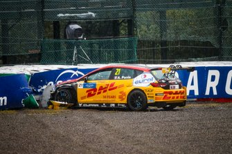 Crash of Aurélien Panis, Comtoyou DHL Team CUPRA Racing CUPRA TCR