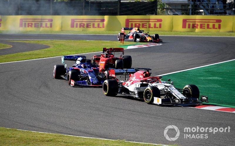 Kimi Raikkonen, Alfa Romeo Racing C38, leads Daniil Kvyat, Toro Rosso STR14, and Charles Leclerc, Ferrari SF90