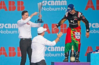 James Barclay, Team Director, Panasonic Jaguar Racing celebrates with the constructor's trophy as Rubens Barrichello greets Antonio Felix da Costa, DS Techeetah, 2nd position, on the podium