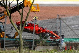 La monoposto incidentata di Charles Leclerc, Ferrari SF90
