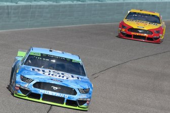 Kevin Harvick, Stewart-Haas Racing, Ford Mustang Busch Light, Joey Logano, Team Penske, Ford Mustang Shell Pennzoil