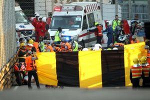 Red flag after second crash