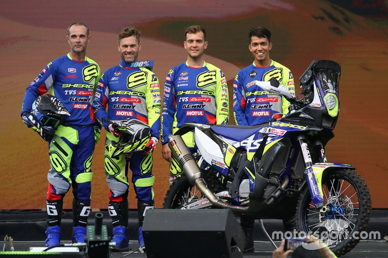 #24 Lorenzo Santolino, Sherco TVS Rally Factory Team (2º por la derecha)