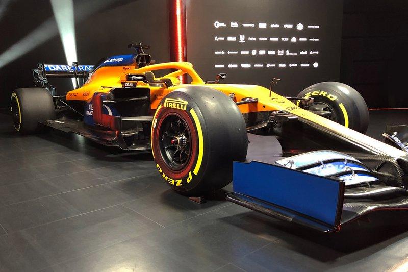 Автомобиль McLaren MCL35
