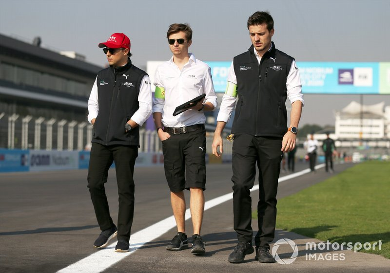Felipe Massa, Venturi walks the track with members of the team