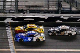 Ricky Stenhouse Jr., JTG Daugherty Racing, Chevrolet Camaro Kroger, Joey Logano, Team Penske, Ford Mustang Shell Pennzoil