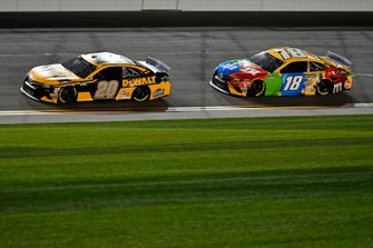 Erik Jones, Joe Gibbs Racing, Toyota Camry DeWalt, Kyle Busch, Joe Gibbs Racing, Toyota Camry M&M's