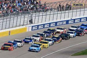 Martin Truex Jr., Joe Gibbs Racing, Toyota Camry Bass Pro Shops, Kevin Harvick, Stewart-Haas Racing, Ford Mustang Busch Light