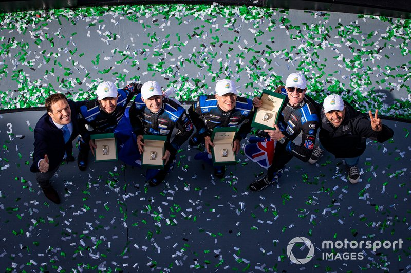 #10 Wayne Taylor Racing Cadillac DPi: Renger Van Der Zande, Ryan Briscoe, Scott Dixon festeggiano la vittoria