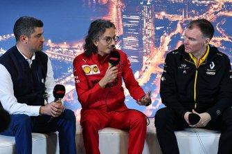 مايكل ماسي، مدير السباقات ولوران ميكيز، المدير الرياضي لفريق فيراري وآلان بيرماني، المدير الرياضي لفريق رينو