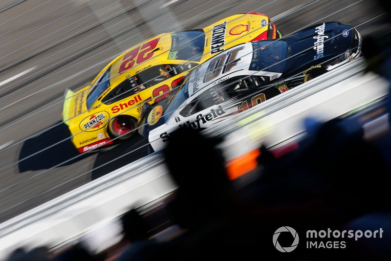 Aric Almirola, Stewart-Haas Racing, Ford Mustang Smithfield, Joey Logano, Team Penske, Ford Mustang Shell Pennzoil