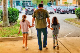 Ryan Newman with his daughters Brooklyn Sage, Ashlyn Olivia