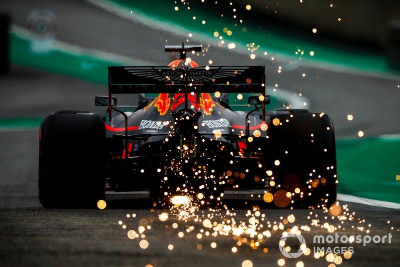 Второе место, третье – это все прекрасно. А почему Ферстаппен-то в одни ворота выиграл? Red Bull теперь быстрее всех?