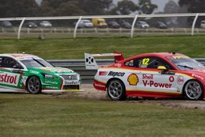 Fabian Coulthard, Tony D'Alberto, DJR Team Penske, Rick Kelly, Dale Wood, Kelly Racing run wide