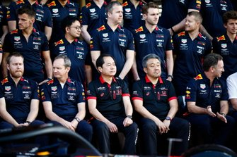 A Red Bull Racing Honda group photo, including Toyoharu Tanabe, F1 Technical Director, Honda, Masashi Yamamoto, General Manager, Honda Motorsport and Christian Horner, Team Principal, Red Bull Racing