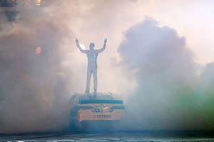 Burnout in Nashville: Kyle Busch