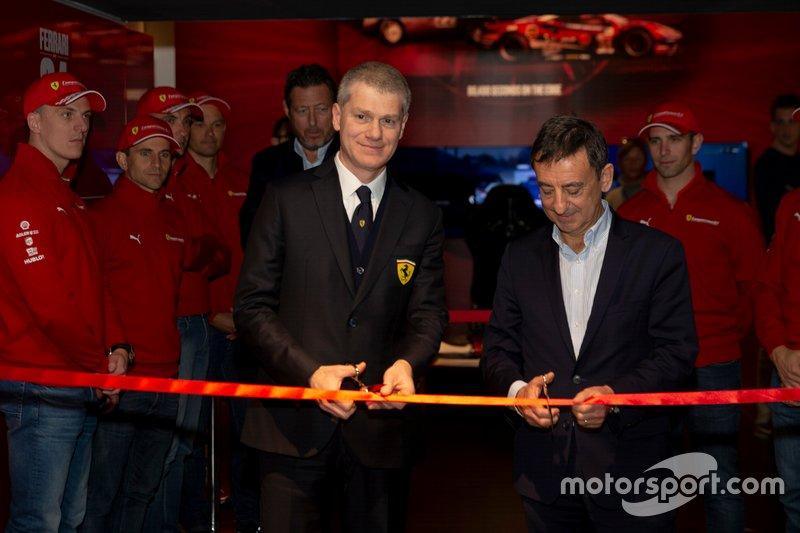 Antonello Coletta e Pierre Fillon al taglio del nastro della mostra Ferrari at 24 Heures du Mans