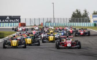 YIfei Ye, Josef Kaufmann Racing leads