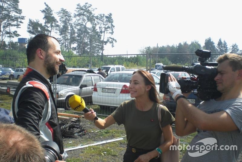 Володимир Дрогомирецький дає інтерв'ю каналу НТН