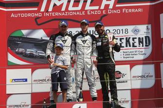 Podio TCR-DSG: Matteo Greco, Massimiliano Gagliano, Francesco Savoia, GretaRacing MS