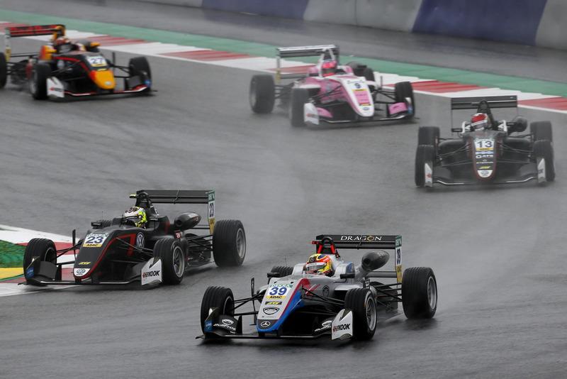 Alex Palou, Hitech Bullfrog GP Dallara F317 - Mercedes-Benz, Jonathan Aberdein, Motopark Dallara F317 - Volkswagen