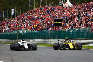 Carlos Sainz Jr., Renault Sport F1 Team R.S. 18, en lutte avec Lance Stroll, Williams FW41