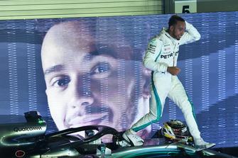 Race winner Lewis Hamilton, Mercedes-AMG F1 W09 EQ Power+ celebrates in parc ferme