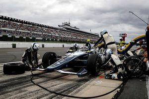 Max Chilton, Carlin Chevrolet, aux stands