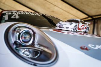 Porsche yarış aracı ve model aracı