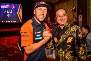 Tony Cairoli, KTM Factory Racing and Dr. Erzaldi Rosman, Governor of Bangka Belitung