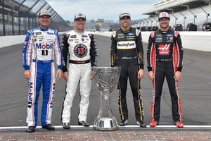 Clint Bowyer, Stewart-Haas Racing, Ford Fusion Mobil 1/Rush Truck Centers Kevin Harvick, Stewart-Haas Racing, Ford Fusion Jimmy John's New 9-Grain Wheat Sub Aric Almirola, Stewart-Haas Racing, Ford Fusion Smithfield Kurt Busch, Stewart-Haas Racing, Ford Fusion Haas Automation/Monster Energy