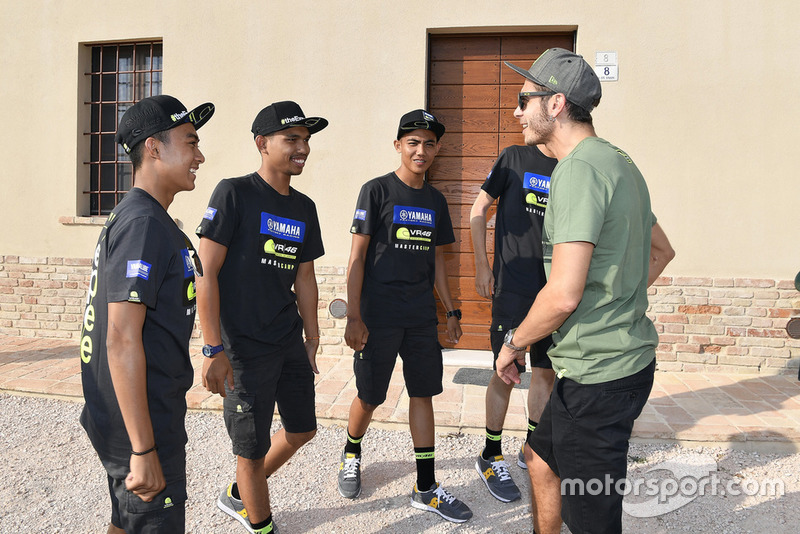 Faeroz berbincang dengan Valentino Rossi