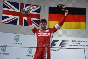 Podio: el ganador Sebastian Vettel, Ferrari