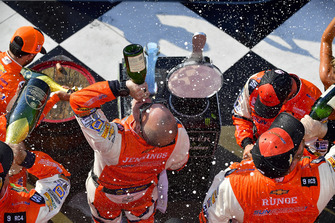 Chase Elliott, Hendrick Motorsports, Chevrolet Camaro SunEnergy1 and crew celebrate with champagne in victory lane
