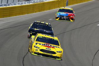 Joey Logano, Team Penske, Ford Fusion Shell Pennzoil and Kyle Weatherman, StarCom Racing, Chevrolet Camaro StarCom Fiber