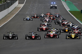 Start of the race, Jüri Vips, Motopark Dallara F317 - Volkswagen leads