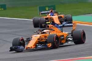 Stoffel Vandoorne, McLaren MCL33 et Fernando Alonso, McLaren MCL33