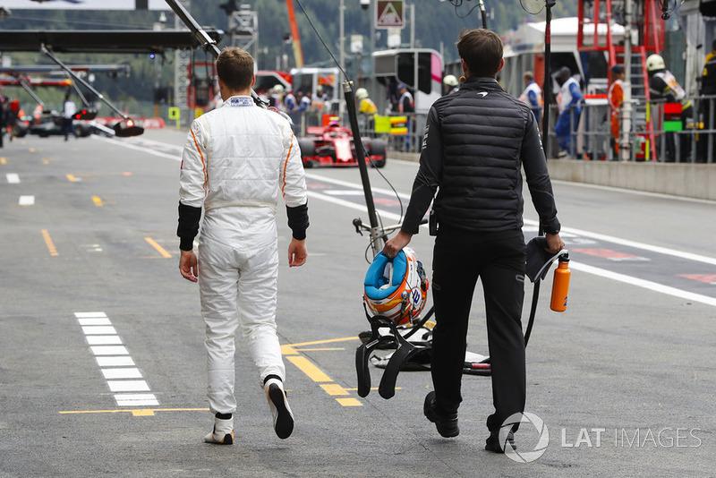 Stoffel Vandoorne, McLaren, dans la voie des stands