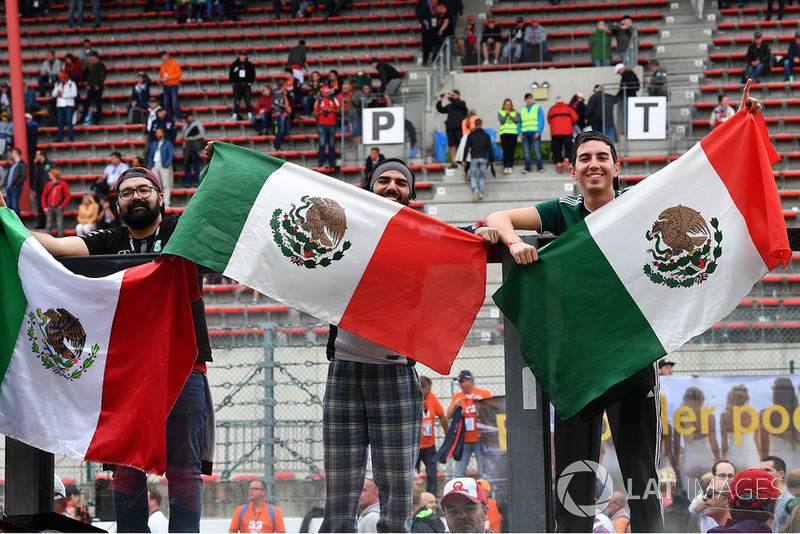 Kibice i flagi meksykańskie