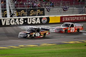 Riley Herbst, Kyle Busch Motorsports, Toyota Tundra Advance Auto Parts and Timothy Peters, GMS Racing, Chevrolet Silverado Kingman Chevrolet