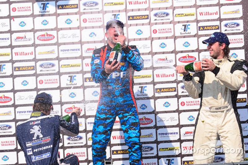 Podio: ganador Cyro Fontes, segundo Rodrigo Aramendía y tercero André Lafon