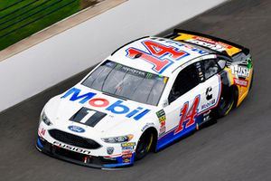 Clint Bowyer, Stewart-Haas Racing, Ford Fusion Mobil 1/Rush Truck Centers