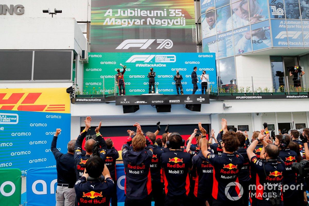 Max Verstappen, Red Bull Racing, vincitore della gara Lewis Hamilton, Mercedes-AMG Petronas F1 e Valtteri Bottas, Mercedes-AMG Petronas F1 sul podio
