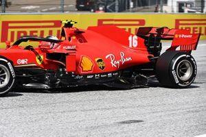 Поврежденный болид Ferrari SF1000 Шарля Леклера