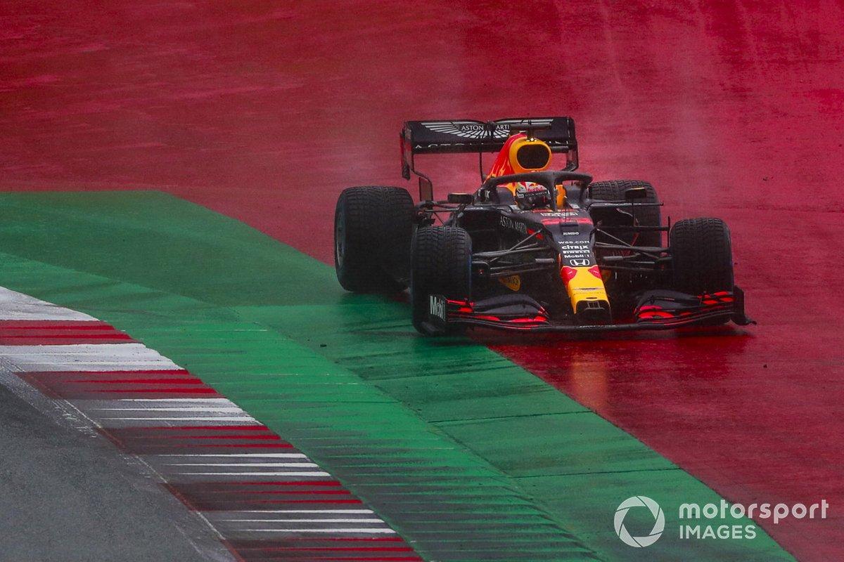 Max Verstappen, Red Bull Racing RB16, runs wide