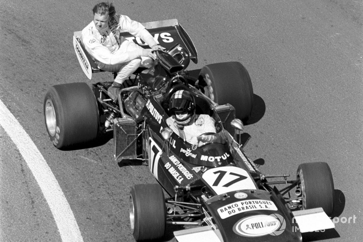 Carlos Pace, Frank Williams March 711, gives a lift to Ronnie Peterson, March Ford