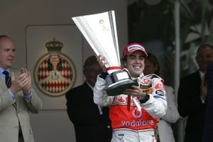 Race winner Fernando Alonso, McLaren Mercedes