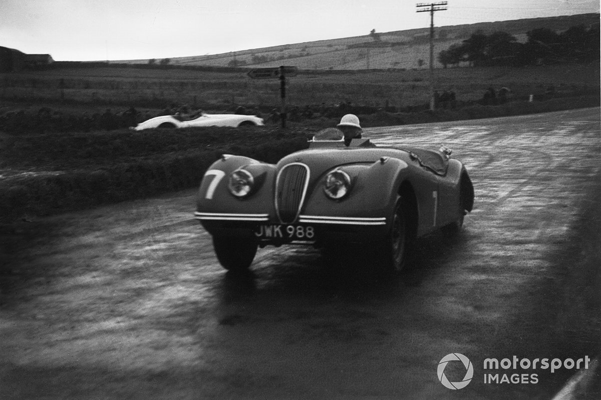 10. Tourist Trophy 1950 (Jaguar XK120) - 1º