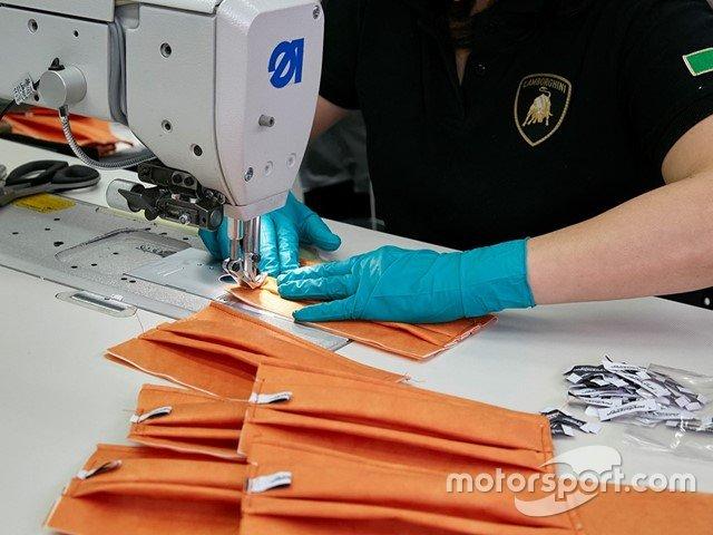 Le mascherine prodotte dalla Lamborghini per l'Ospedale Sant'Orsola di Bologna